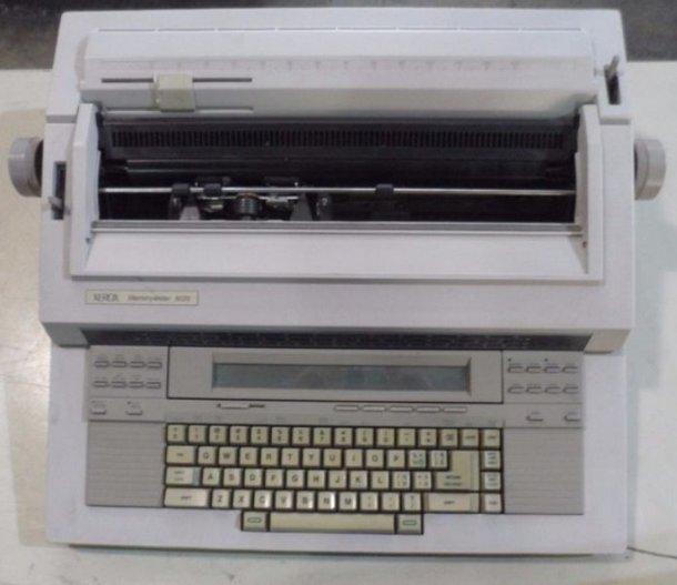 Una vieja maquina de escribir